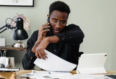 conseiller relation à distance au téléphone